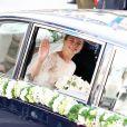 La mariée Stéphanie de Lannoy arrive accompagnée de son frère le comte Johan de Lannoy à la cathédrale Notre-Dame, le 20 octobre 2012.