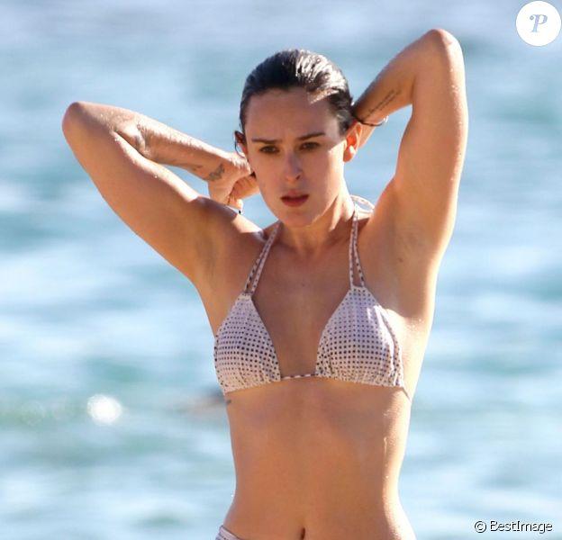 Rumer Willis sortant de sa baignade, en vacances sur la plage de Maui à Hawaï le 3 novembre 2012.
