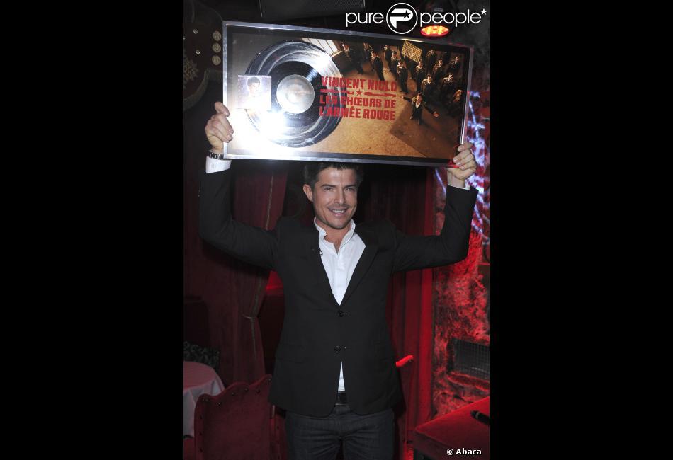 Vincent Niclo fête son disque de platine au Raspoutine à Paris, le 5 novembre 2012