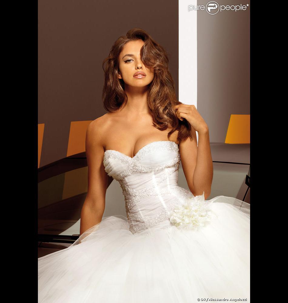 Irina Shayk  Sublime en robe de mariée, un message pour Cristiano Ronaldo ?