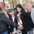 Justin Bieber et Selena Gomez à Paris sur les Champs-Elysées le 9 novembre 2011