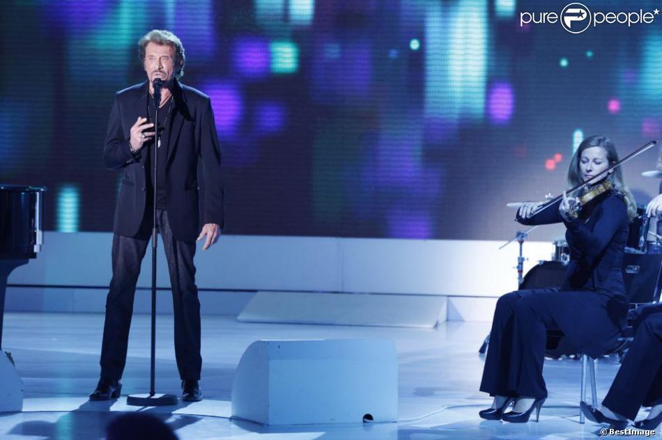 EXCLU : Johnny Hallyday et Anne Gravoin (au violon) sur le plateau de  Vivement Dimanche , mercredi 7 novembre, émission diffusé e  le 11 novembre 2012.