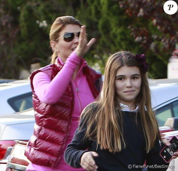 Lori Loughlin et ses magnifiques filles Isabella et Olivia ont fait des courses à Beverly Hills, le 14 novembre 2012.
