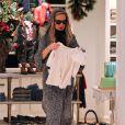 Rachel Zoe fait du shopping avec son fils Skyler à Beverly Hills le 17 novembre 2012.