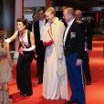 Le prince Albert et la princesse Charlene de Monaco arrivent avec la princesse Caroline et ses fils Andrea et Pierre Casiraghi au Forum Grimaldi pour l'opéra de Puccini  La Fianciulla del West  lors de la soirée de gala de la Fête nationale à Monaco le 19 novembre 2012.