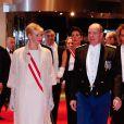 Le prince Albert et la princesse Charlene de Monaco, portant les insignes de Grand-Croix de l'Ordre de Saint-Charles reçus au Forum Grimaldi pour l'opéra de Puccini  La Fianciulla del West  lors de la soirée de gala de la Fête nationale à Monaco le 19 novembre 2012.