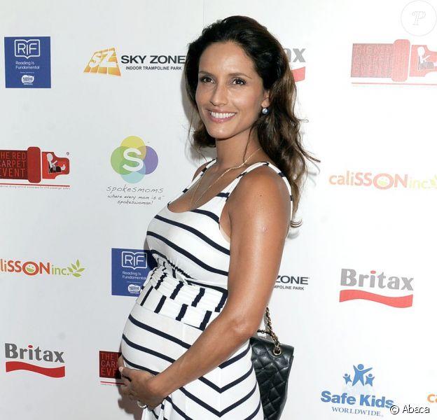 Leonor Varela le 8 septembre 2012 à Los Angeles, enceinte, lors d'un événement de prévention pour la sécurité des enfants. Son bébé, Matteo, est né mi-novembre.