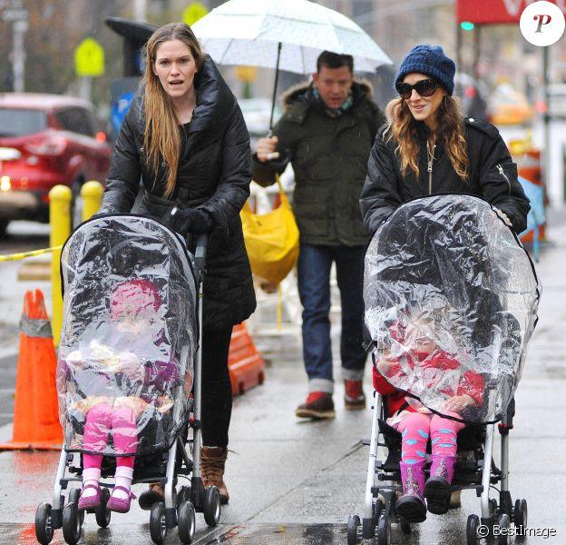 Sarah Jessica Parker emmène ses enfants, Marion et Tabitha l'école à New York le 27 Novembre 2012.