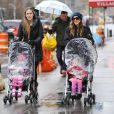 Sarah Jessica Parker emmène ses filles  Marion et Tabitha à l'école à New York le 27 Novembre 2012.