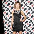 Le mannequin Karlie Kloss a dévoilé ses jolies jambes lors d'une soirée shopping à New York le 28 novembre 2012