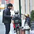 Liev Schreiber ramènent ses fils Alexander et Samuel de leur école à New York le 29 novembre 2012.