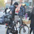 Liev Schreiber ramène ses fils Alexander et Samuel de leur école à New York le 29 novembre 2012.