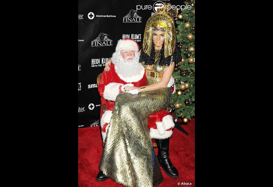 La sublime Heidi Klum et le Père Noël lors de la soirée du Noël Hanté en faveur de la Croix-Rouge américaine, le 1er décembre 2012 à New York