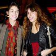 Lou Doillon et Charlotte Gainsbourg à Paris le 25 novembre 2003.