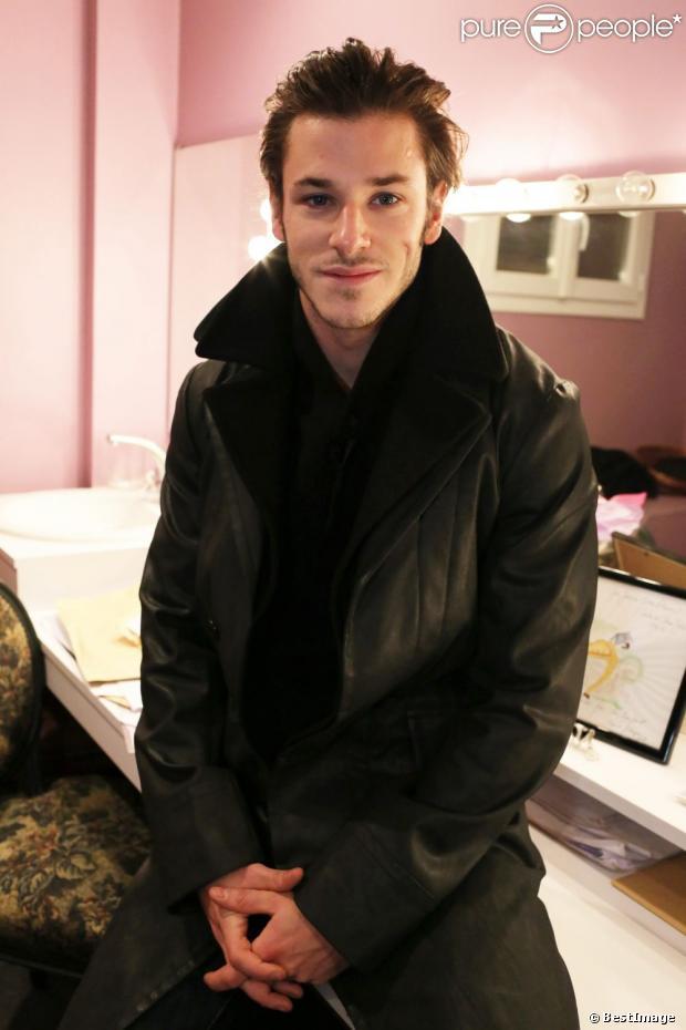 Gaspard Ulliel donne un manteau G-Star. Les stars donnent un objet personnel pour la vente aux enchères de  Vestiaire Collective  dont les bénéfices seront reversés au 26e Téléthon qui se déroulera les 7 et 8 décembre 2012 à Paris.