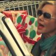 Olivia Newton-John dans le clip de la chanson I think you might like it.