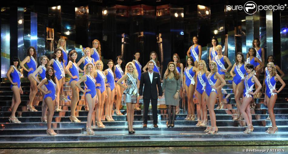 Présentation des candidates de l'élection Miss Prestige National 2013 au Lido le 5 décembre 2012 en présence de Bernard Montiel et de Miss Prestige National 2012, Christelle Roca