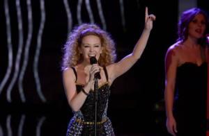 Kylie Minogue : Très sexy en minirobe pour chanter son plus grand tube