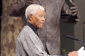 Nelson Mandela hospitalisé : Des nouvelles qui se veulent rassurantes