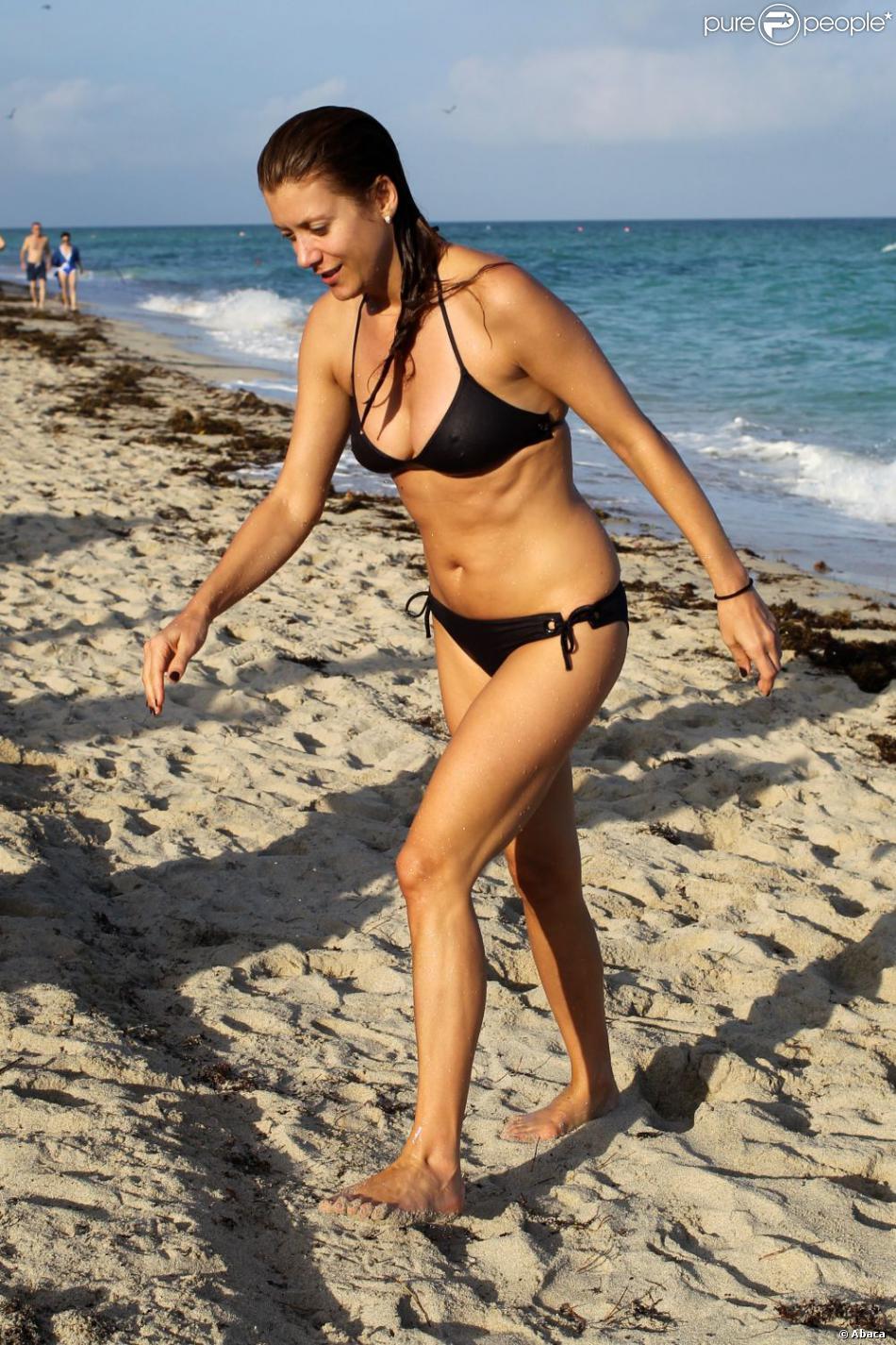 Kate Walsh, sublime, dévoile son corps en maillot de bain à Miami, le 11 décembre 2012