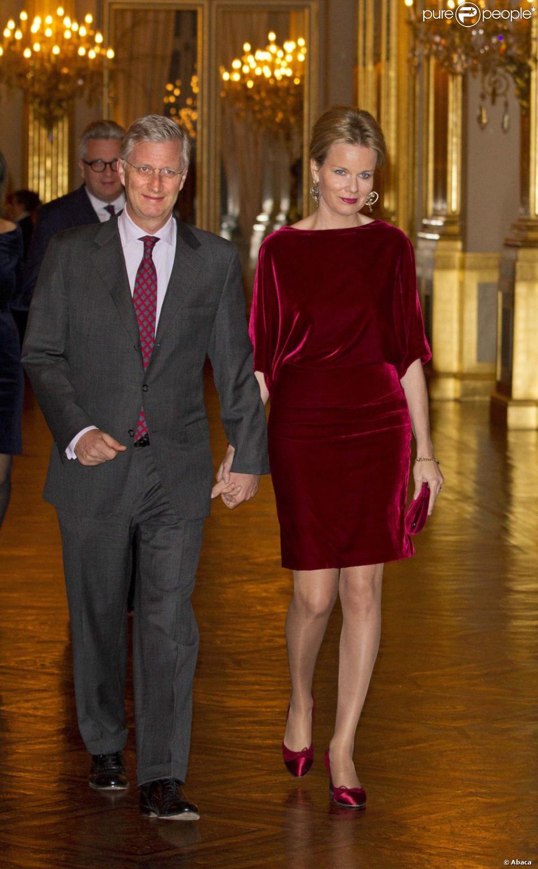 La princesse Mathilde était somptueuse en rouge au bras du prince Philippe. La famille royale de Belgique assistait le 19 décembre 2012 au palais Laeken, à Bruxelles, au concert de Noël annuel, suivi d'une réception.