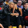 Chris Brown et Rihanna, complices et amoureux, au Staples Center où ils assistent à un match de basket le jour de Noël à Los Angeles, le 25 décembre 2012.