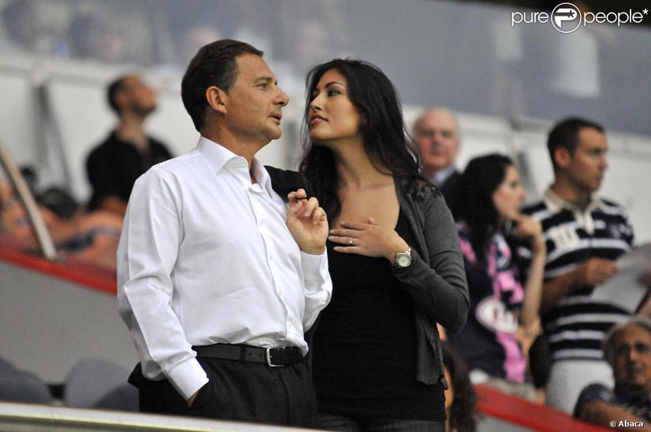 yasmine tordjman et eric besson au parc de princes paris ao t 2010. Black Bedroom Furniture Sets. Home Design Ideas