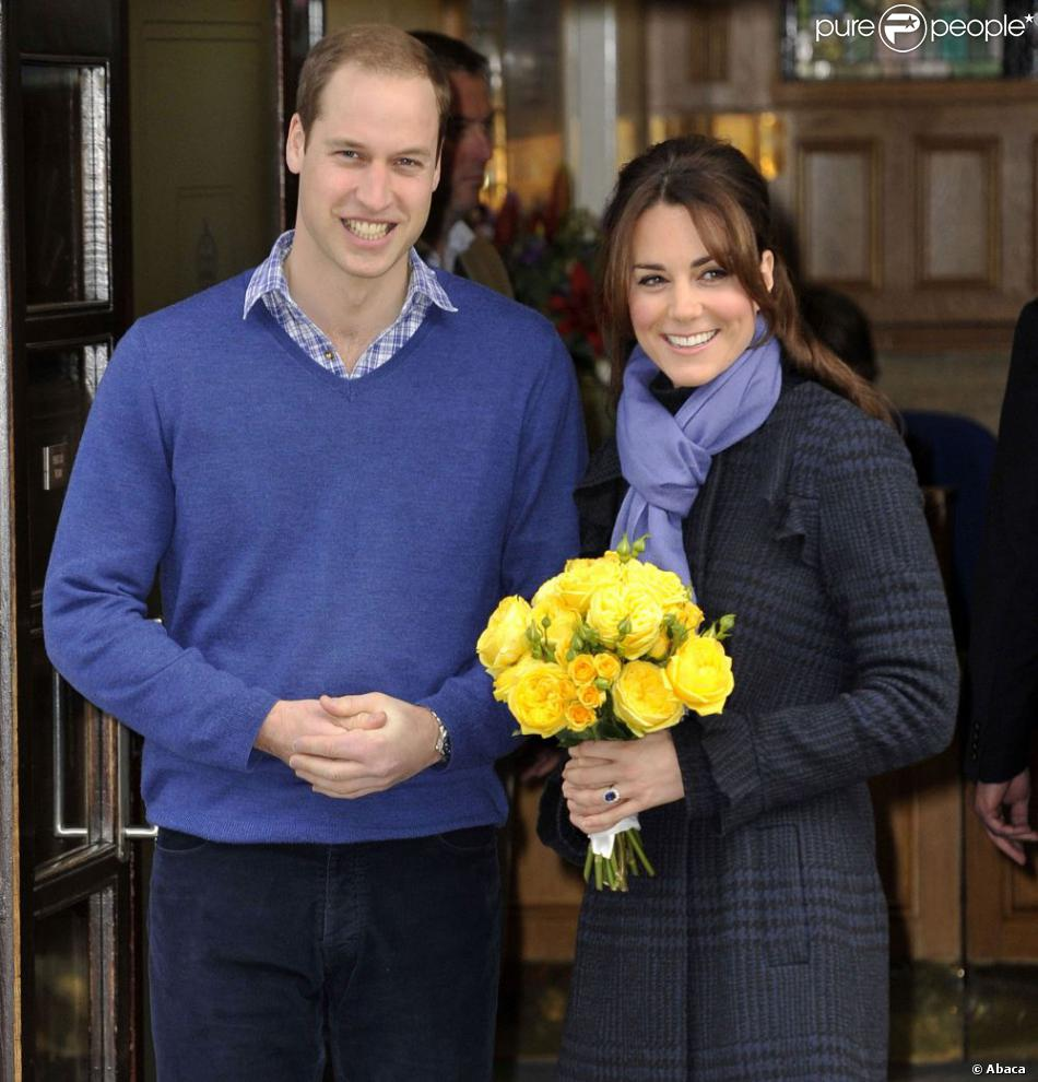 William et Catherine, duc et duchesse de Cambridge, à la sortie de l'hôpital King Edward VII de Londres le 6 décembre 2012.