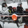 En route pour les sommets ! L'infante Cristina d'Espagne à Baqueira Beret, dans les Pyrénées, le 2 janvier 2013 avec ses enfants Juan Valentin, Pablo Nicolas, Miguel et Irene.