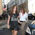 Joanna Preiss et Mademoiselle Agnès arrivent au défilé Givenchy