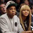 """Beyoncé Knowles et Jay-Z lors d'un match des Nets de Brooklyn au Barclays Center de New York le 26 novembre 2012"""