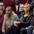 Jay-Z and Beyoncé Knowles wlors d'un match des Brooklyn Nets au Barclays Center de New York  le 23 novembre 2012