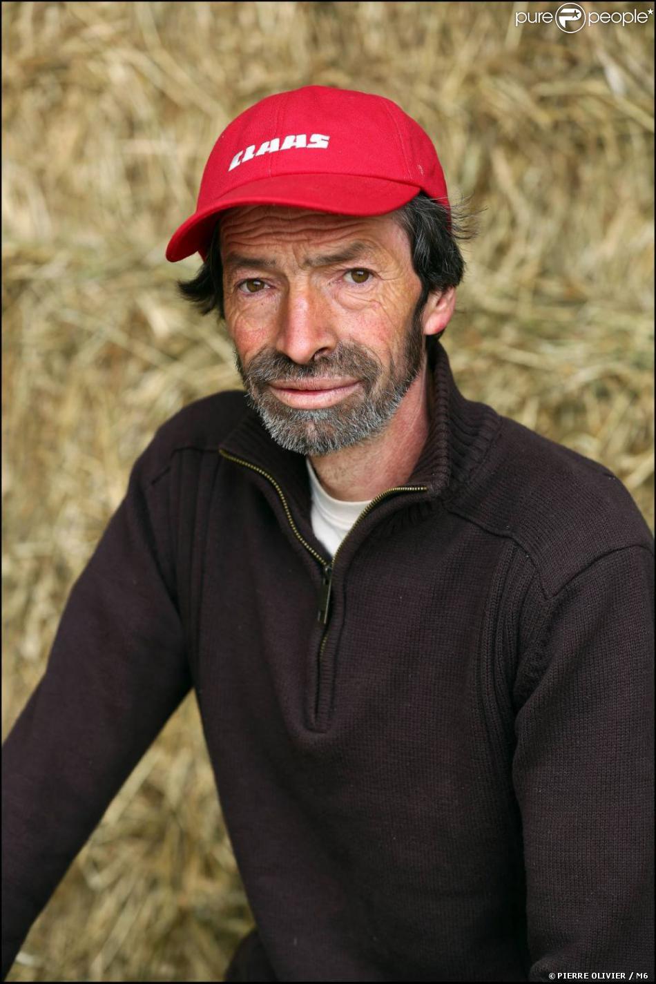 L'amour est dans le pré 8 - Jean-Louis, 51 ans, polyculteur, éleveur de brebis à viande et de moutons. Contemplatif, poète, mais aussi sportif, il aime faire du ski et des balades en raquettes.