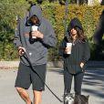 Ashton Kutcher et Mila Kunis promènent leur chien dans les rues d'Hollywood, le 7 Janvier 2013. Le couple revient tout juste de vacances.