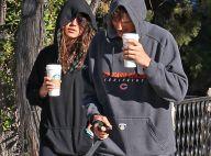 Mila Kunis et Ashton Kutcher : A moitié endormis pour promener leur chien