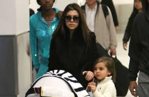 Kourtney Kardashian voyage avec ses petits et se félicite de sa perte de poids