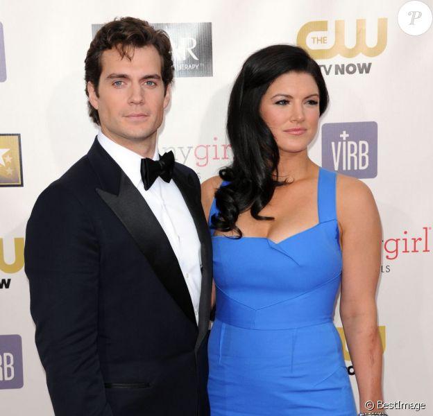 Henry Cavill et Gina Carano à la soirée des Critic's Choice Movie Awards à Santa Monica le 10 janvier 2013. Lors de cette soirée, le couple a officialisé leur relation amoureuse.