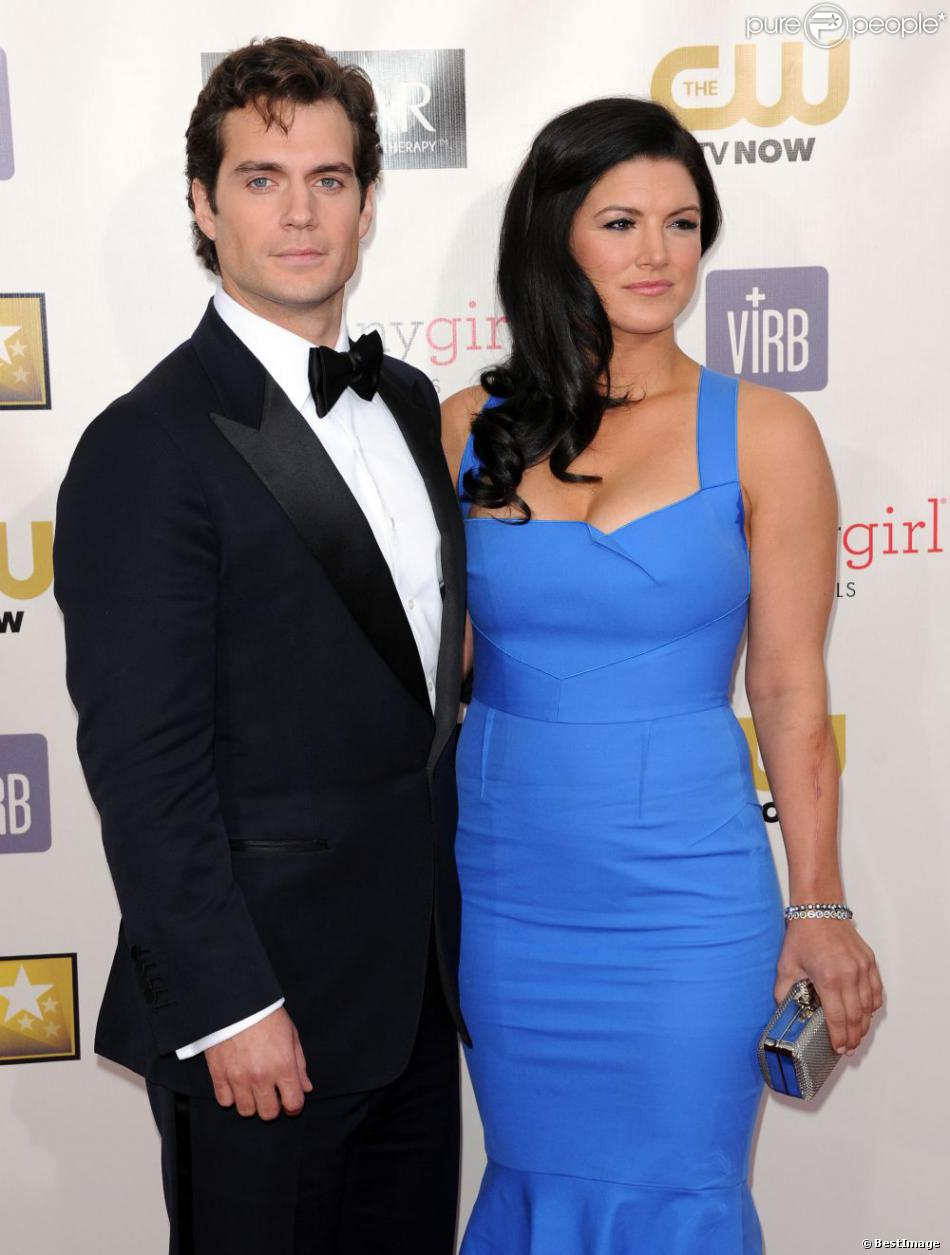 Henry Cavill et Gina Carano à la soirée des Critic's Choice Movie Awards à Santa Monica le 10 janvier 2013. Lors de cette soirée, le couple a officialisé leur relation amoureuse.