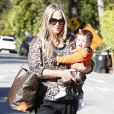 Molly Sims se rend chez une amie à Los Angeles avec son adorable fils Brooks Stuber, le 10 janvier 2013.