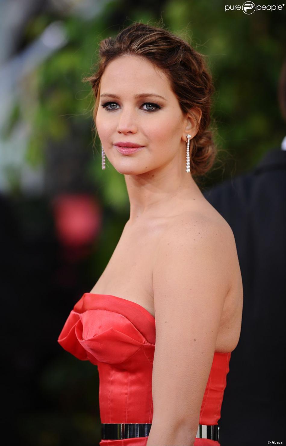 Jennifer Lawrence ravissante sur le tapis rouge des Golden Globes 2013 se tenant à Los Angeles, le 13 janvier 2013.