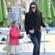 Jennifer Garner et Violet vont chercher des glaces au yaourt à Brentwood, le 14 janvier 2013