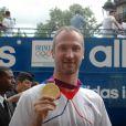 Thierry Omeyer à Paris avec sa médaille olympique le 13 août 2012 à Paris