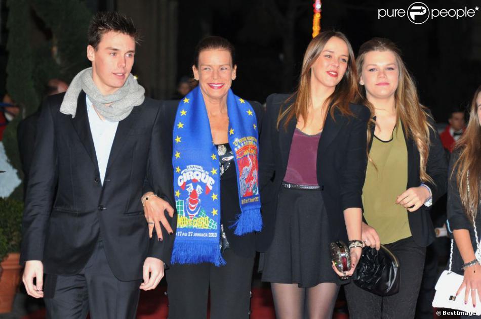 Stéphanie de Monaco avec ses enfants Camille (à droite), Pauline et Louis, lors du Festival international du Cirque de Monte-Carlo le 18 janvier 2013