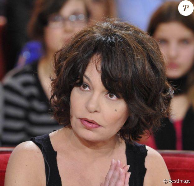 """Isabelle Mergault dans """"Vivement Dimanche"""" à Paris le 16 Janvier 2013."""