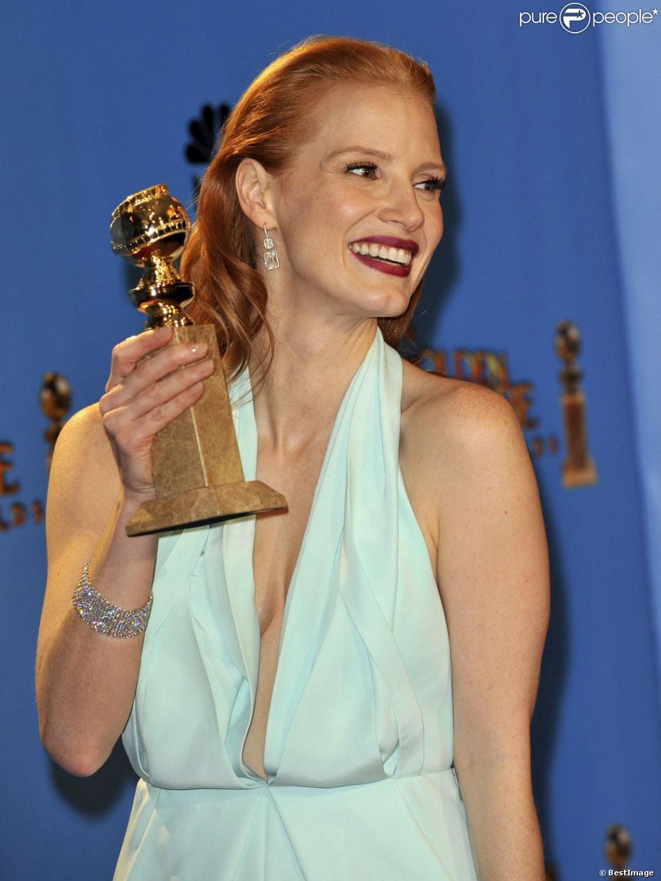 Jessica Chastain avec son trophée de la meilleure actrice lors de la 70e soirée des Golden Globes, le 13 Janvier 2013.