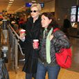 Exclusif - Jane Lynch, sa femme Lara Embry et la fille de Lara arrivent a l'aeroport de Salt Lake City pour le festival du film de Sundance, le 19 janvier 2013.  For Germany call for price Exclusive - Jane Lynch and her wife Lara Embry arriving with Lara's daughter Haden at the Salt Lake City airport to attend the Sundance Film Festival in Salt Lake City, Utah on January 19, 2013.19/01/2013 - Salt Lake City