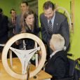 """Le prince Felipe et la princesse Letizia d'Espagne lors de l'inauguration du complexe résidentiel pour personnes âgées """"La Mineria"""" à Oviedo le 24 janvier 2013"""
