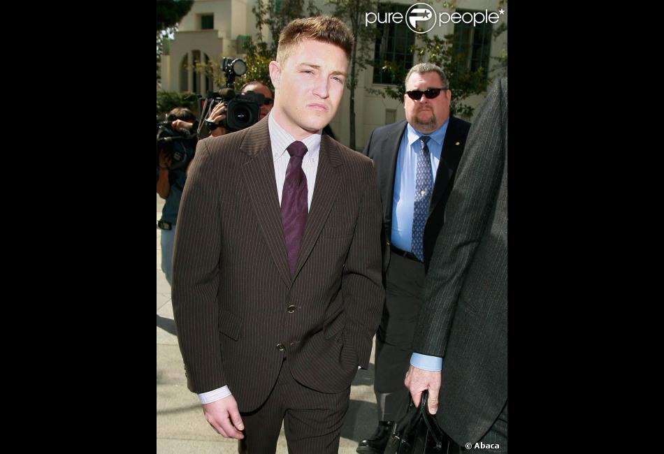 L'acteur Lane Garrison arrive avec son avocat à la cour de justice de Los Angeles, le 8 mars 2007.