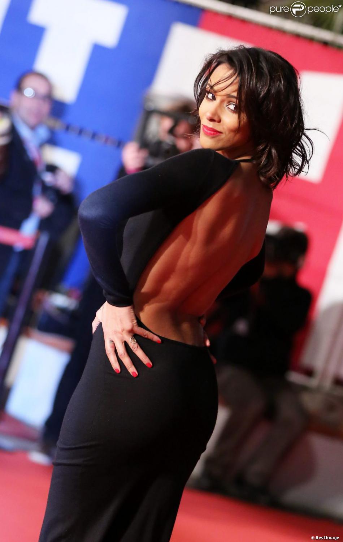 Shy'm sexy sur le tapis rouge du Palais des Festivals pour les 14e NRJ Music Awards, le 26 janvier 2013, où elle a conservé sa couronne d'Artiste féminine francophone de l'année.