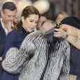 Vraie ou fausse fourrure ? Attention... La princesse Mary de Danemark ne manque jamais de prendre en main les nouvelles tendances lors de ses passages au Salon international de la Mode de Copenhague (CIFF), dont elle est la marraine, comme ici le 1er février 2013.